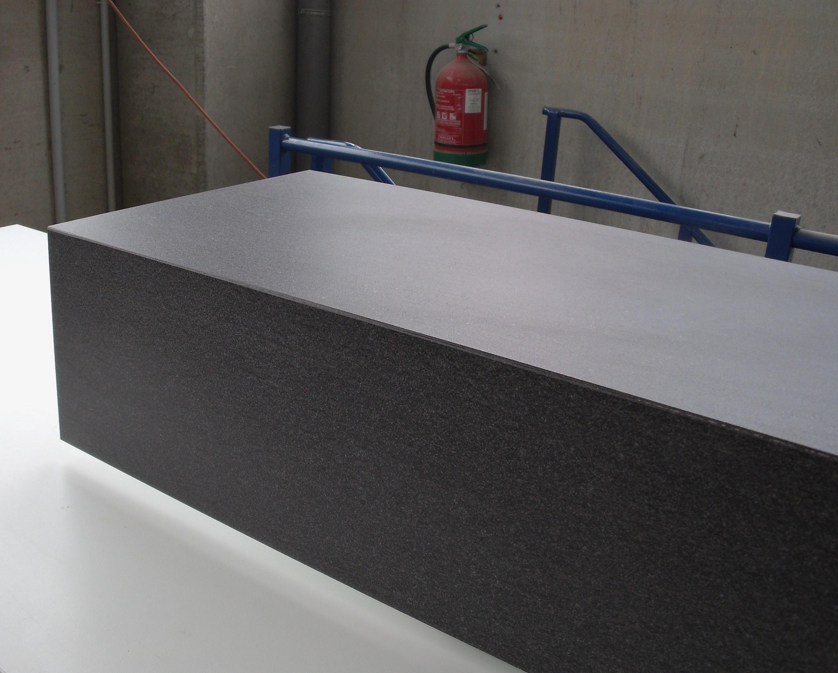 Piastrellare una scala con gradini in gres laminato for Gradini in gres porcellanato